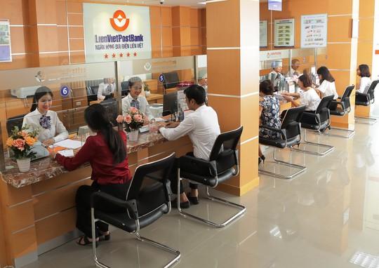 Thu dịch vụ tăng mạnh, nhiều ngân hàng báo lãi lớn - Ảnh 2.