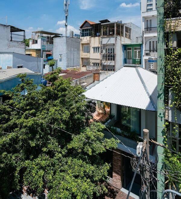 Ngôi nhà cấp 4 cải tạo đẹp như resort giữa Sài Gòn xuất hiện trên báo Mỹ - Ảnh 1.