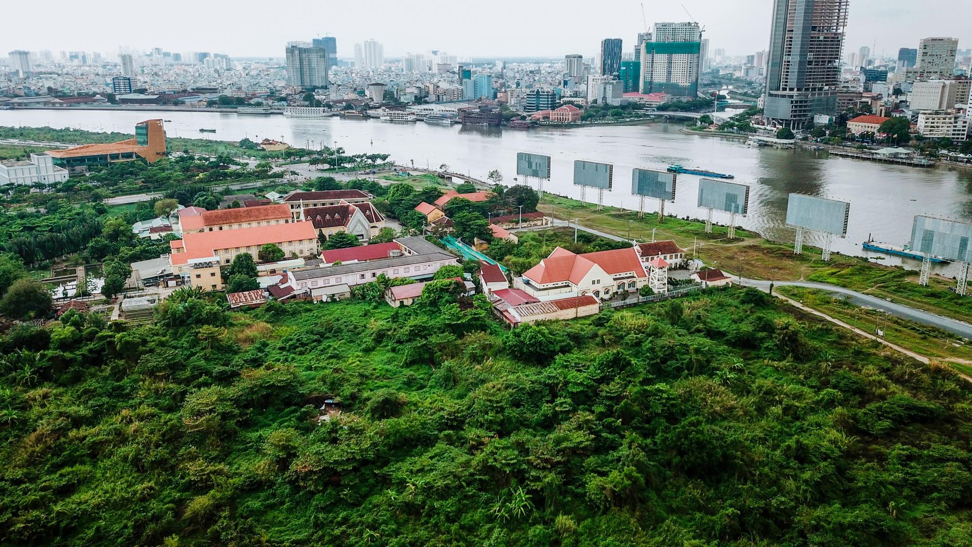 Cận cảnh khu đất vàng tại Thủ Thiêm, nơi dự kiến xây nhà hát giao hưởng 1.500 tỷ đồng - Ảnh 6.