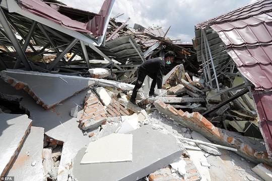 Sóng thần Indonesia: Cận cảnh đất hóa lỏng nhấn chìm cả làng - Ảnh 7.
