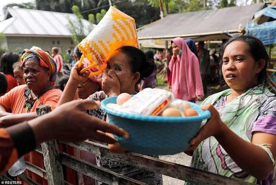 Sóng thần Indonesia: Cận cảnh đất hóa lỏng nhấn chìm cả làng - Ảnh 8.