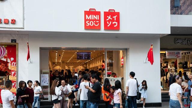 Vào Miniso cứ ngỡ mua đồ chuẩn Nhật, vào Tous Les Jours cứ ngỡ ăn bánh ngọt chuẩn Pháp - Mô hình kinh doanh 'sao chép văn hóa' đang xâm chiếm thế giới như thế nào? - Ảnh 1.