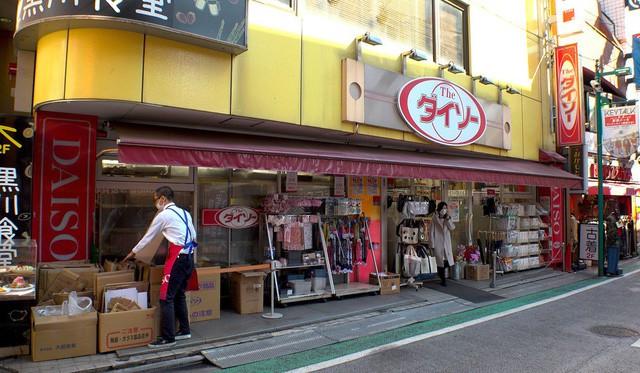 Vào Miniso cứ ngỡ mua đồ chuẩn Nhật, vào Tous Les Jours cứ ngỡ ăn bánh ngọt chuẩn Pháp - Mô hình kinh doanh 'sao chép văn hóa' đang xâm chiếm thế giới như thế nào? - Ảnh 3.