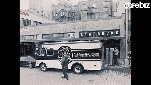 Quán sau ăn thịt quán trước, đuổi khách bằng đồ take-away, Starbucks đã từng đánh mất linh hồn, rồi trở lại ngôi vương đầy ngoạn mục như thế nào? - Ảnh 1.