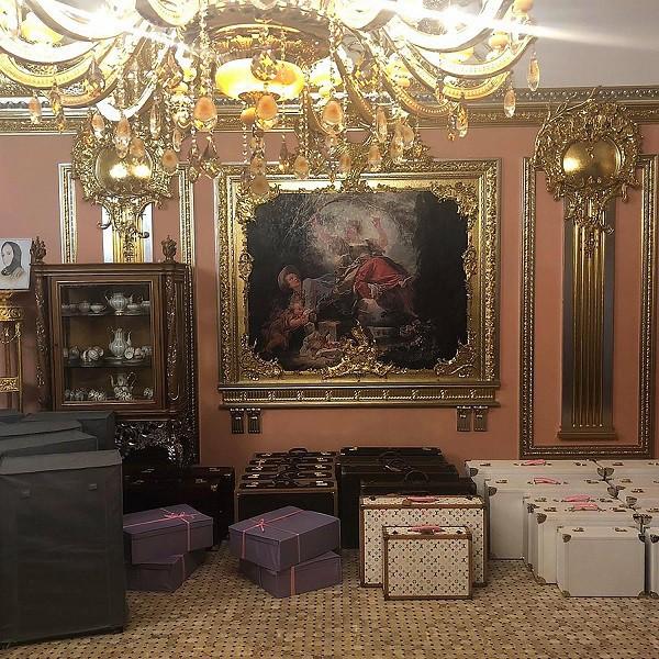 Đám cưới xa hoa bậc nhất của ông trùm dầu khí với cháu nhà tài phiệt Nga, chỉ dàn vali LV, Versace của hồi môn kéo theo đã 7 tỷ - Ảnh 3.