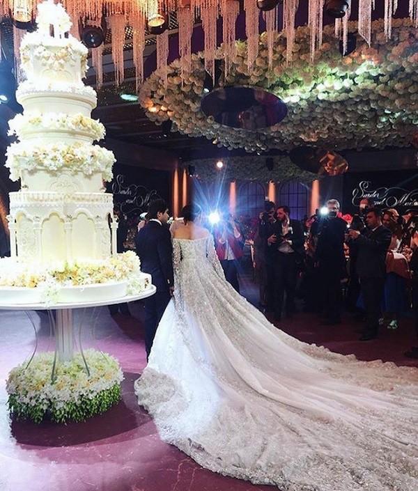 Đám cưới xa hoa bậc nhất của ông trùm dầu khí với cháu nhà tài phiệt Nga, chỉ dàn vali LV, Versace của hồi môn kéo theo đã 7 tỷ - Ảnh 10.