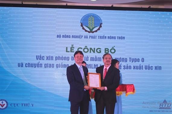 Công bố sản xuất thành công vacxin lở mồm long móng ở Việt Nam - Ảnh 3.