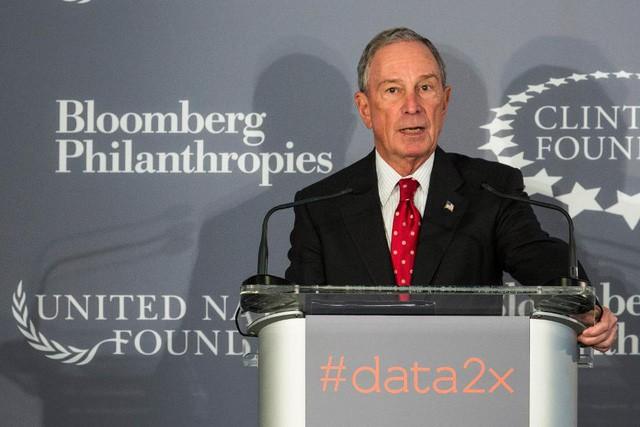 Từng phải trông xe để nộp học phí, trùm truyền thông Michael Bloomberg vừa hào phóng tặng 1,8 tỷ USD cho trường đại học cũ - Ảnh 1.