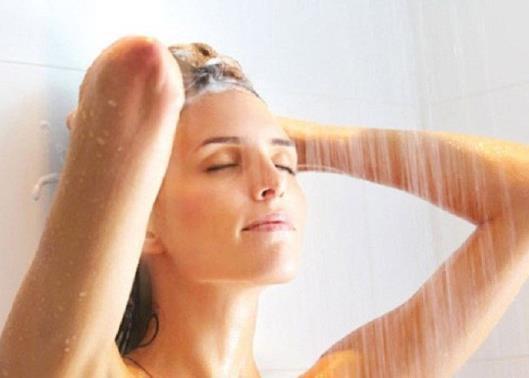 Mấy ngày tắm 1 lần mới tốt? Câu trả lời khiến hầu hết mọi người bất ngờ - Ảnh 2.