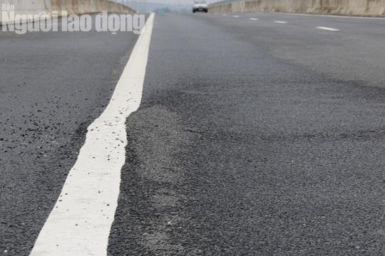 Cận cảnh hằn lún trên đường cao tốc Đà Nẵng – Quảng Ngãi - Ảnh 8.