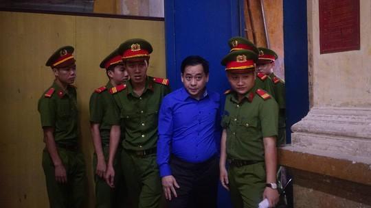 Ông Trần Phương Bình giải đáp nguyên do người thân đứng tên mua cổ phần DAB - Ảnh 2.