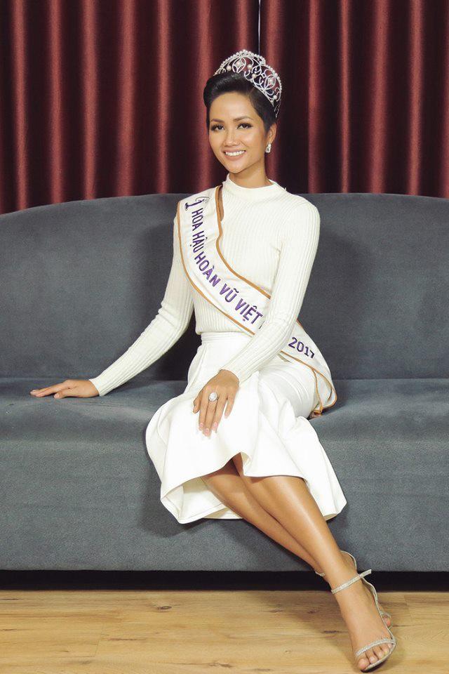 Những hình ảnh đẹp khó quên đưa HHen Niê tới kỳ tích top 5 Miss Universe: Từ bikini tới đầm sequin dạ hội, tất cả đều chinh phục trái tim người hâm mộ!  - Ảnh 1.