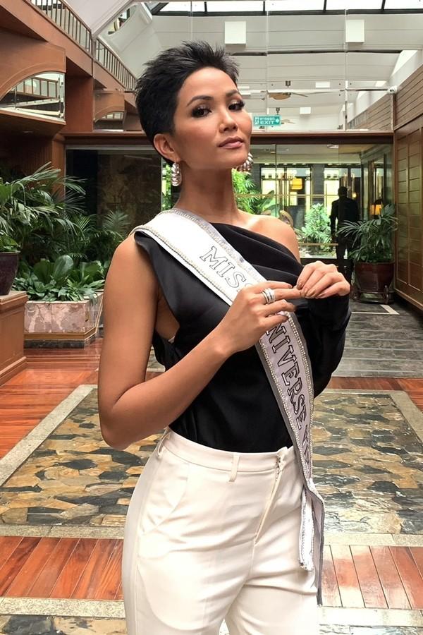 Những hình ảnh đẹp khó quên đưa HHen Niê tới kỳ tích top 5 Miss Universe: Từ bikini tới đầm sequin dạ hội, tất cả đều chinh phục trái tim người hâm mộ!  - Ảnh 6.