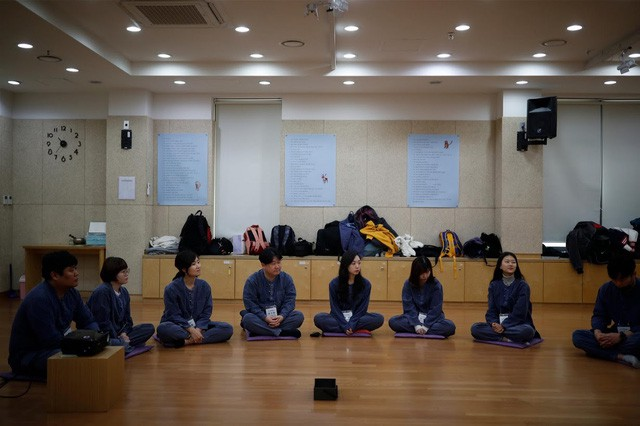 Cuộc sống quá căng thẳng, người trẻ Hàn Quốc sẵn sàng chi 90 USD để được... vào tù ở 1 ngày - Ảnh 15.