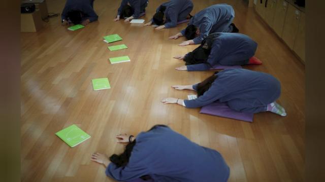 Cuộc sống quá căng thẳng, người trẻ Hàn Quốc sẵn sàng chi 90 USD để được... vào tù ở 1 ngày - Ảnh 16.