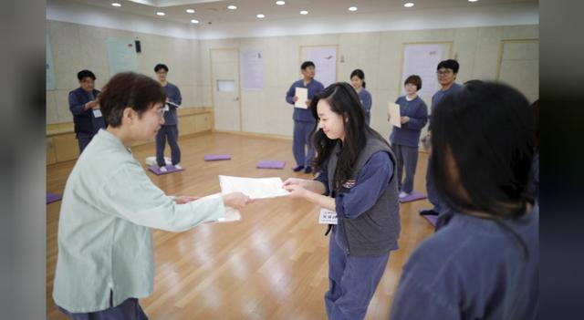 Cuộc sống quá căng thẳng, người trẻ Hàn Quốc sẵn sàng chi 90 USD để được... vào tù ở 1 ngày - Ảnh 18.