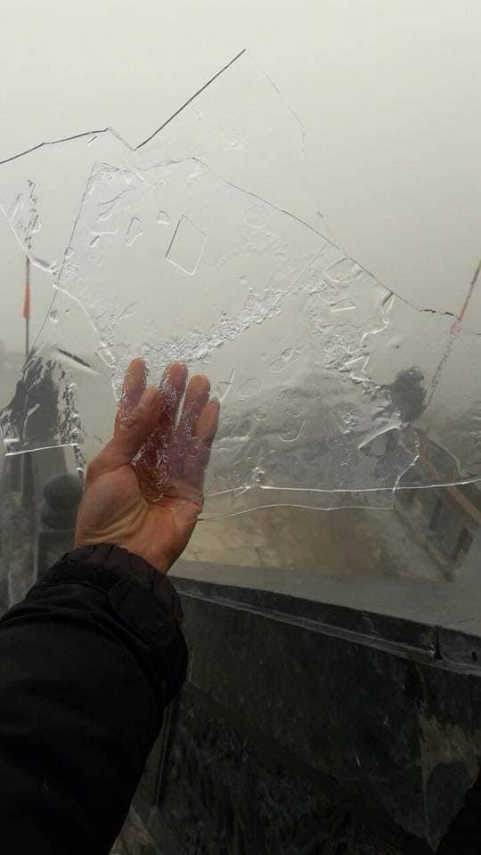 Đỉnh núi Fansipan lạnh 0 độ, nước suối đóng thành băng - Ảnh 3.