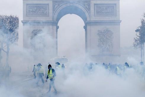 """5 con số tiết lộ lý do đằng sau cuộc biểu tình """"Áo vàng"""" ở Pháp - Ảnh 1."""