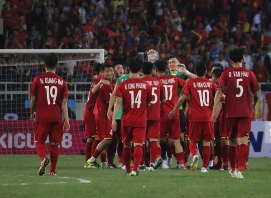 Đội tuyển Việt Nam nhận mưa tiền thưởng khi lọt vào chung kết AFF Cup - Ảnh 1.