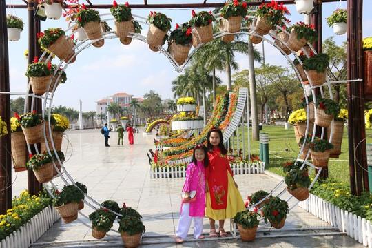 Khoác áo hoa ngày Tết, quảng trường Tam Kỳ đẹp lộng lẫy - Ảnh 19.
