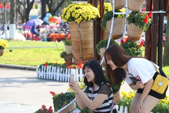 Khoác áo hoa ngày Tết, quảng trường Tam Kỳ đẹp lộng lẫy - Ảnh 20.