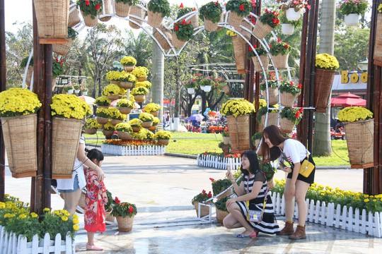 Khoác áo hoa ngày Tết, quảng trường Tam Kỳ đẹp lộng lẫy - Ảnh 21.