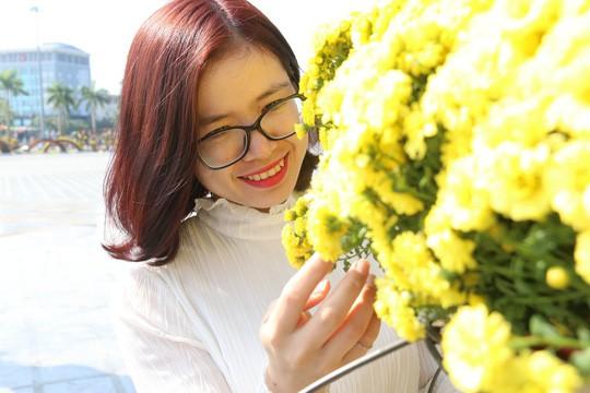 Khoác áo hoa ngày Tết, quảng trường Tam Kỳ đẹp lộng lẫy - Ảnh 8.
