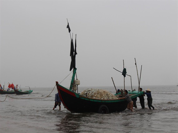 'Xông' biển đầu năm, thu đậm 'lộc' trời - Ảnh 1.