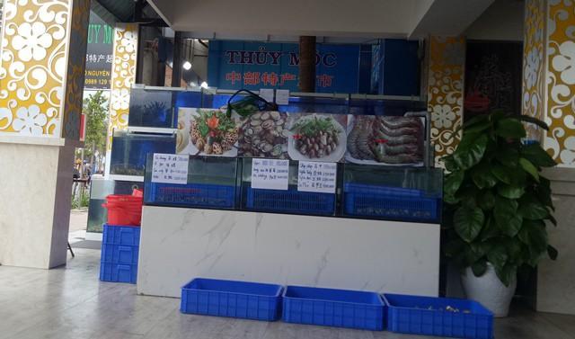 Vụ hóa đơn toàn chữ Trung Quốc ở Đà Nẵng: Tính nhầm gần 1 triệu đồng, bán rượu lậu - Ảnh 1.