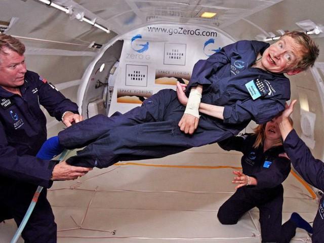 Stephen Hawking ra đi nhưng những điều ông nói đều là động lực truyền cảm hứng mỗi ngày... - Ảnh 1.