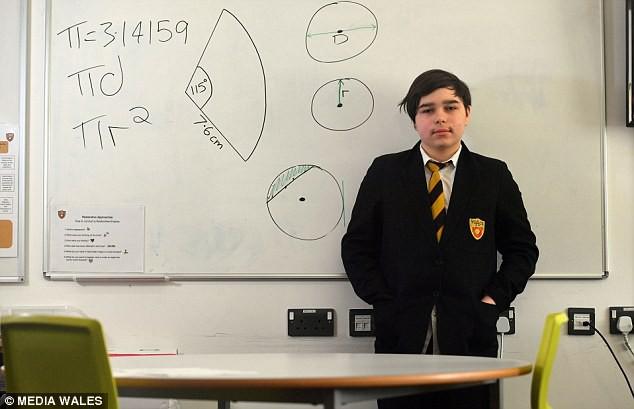 Gặp thần đồng 12 tuổi có chỉ số IQ cao hơn cả thiên tài quá cố Stephen Hawking, lọt 1% những người thông minh nhất thế giới  - Ảnh 1.