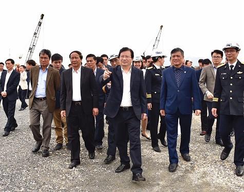Chính phủ mong sớm có ô tô thương hiệu Việt cạnh tranh sòng phẳng với xe nhập khẩu - Ảnh 2.