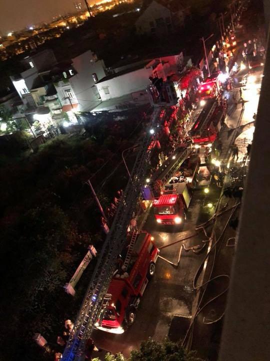 Cháy chung cư đẳng cấp ở Sài Gòn giữa đêm, ít nhất 13 người thiệt mạng - Ảnh 5.