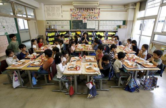 Vì sao bữa trưa ở trường của trẻ em Nhật Bản được coi là chuẩn mực cho cả thế giới? - Ảnh 1.
