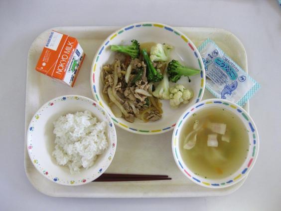 Vì sao bữa trưa ở trường của trẻ em Nhật Bản được coi là chuẩn mực cho cả thế giới? - Ảnh 2.