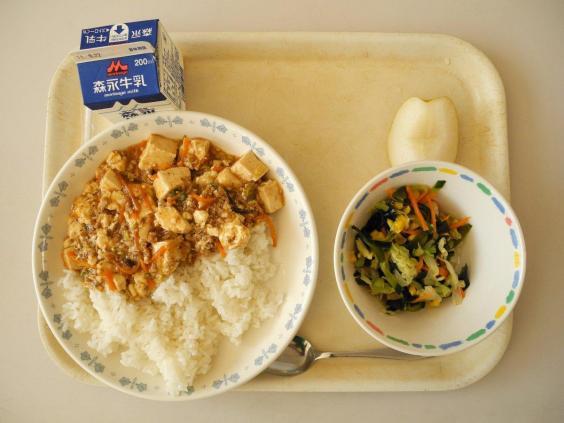 Vì sao bữa trưa ở trường của trẻ em Nhật Bản được coi là chuẩn mực cho cả thế giới? - Ảnh 3.