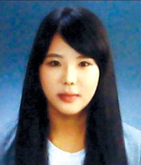 4 năm trôi qua, những câu chuyện buồn từ thảm kịch chìm phà Sewol khiến người dân Hàn Quốc nghẹn ngào nước mắt - Ảnh 3.