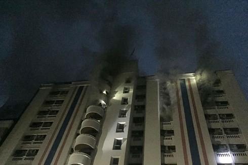 Nhiều người Việt bị thương trong vụ cháy chung cư ở Bangkok - Ảnh 1.