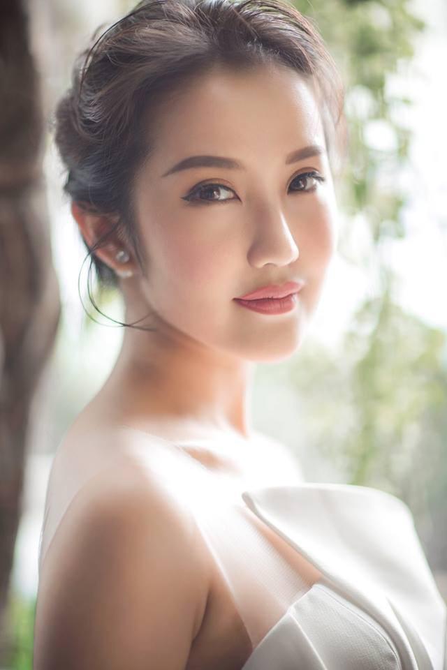 Cận cảnh vẻ sành điệu và gia thế khủng của bạn gái thiếu gia Phan Thành - Ảnh 9.
