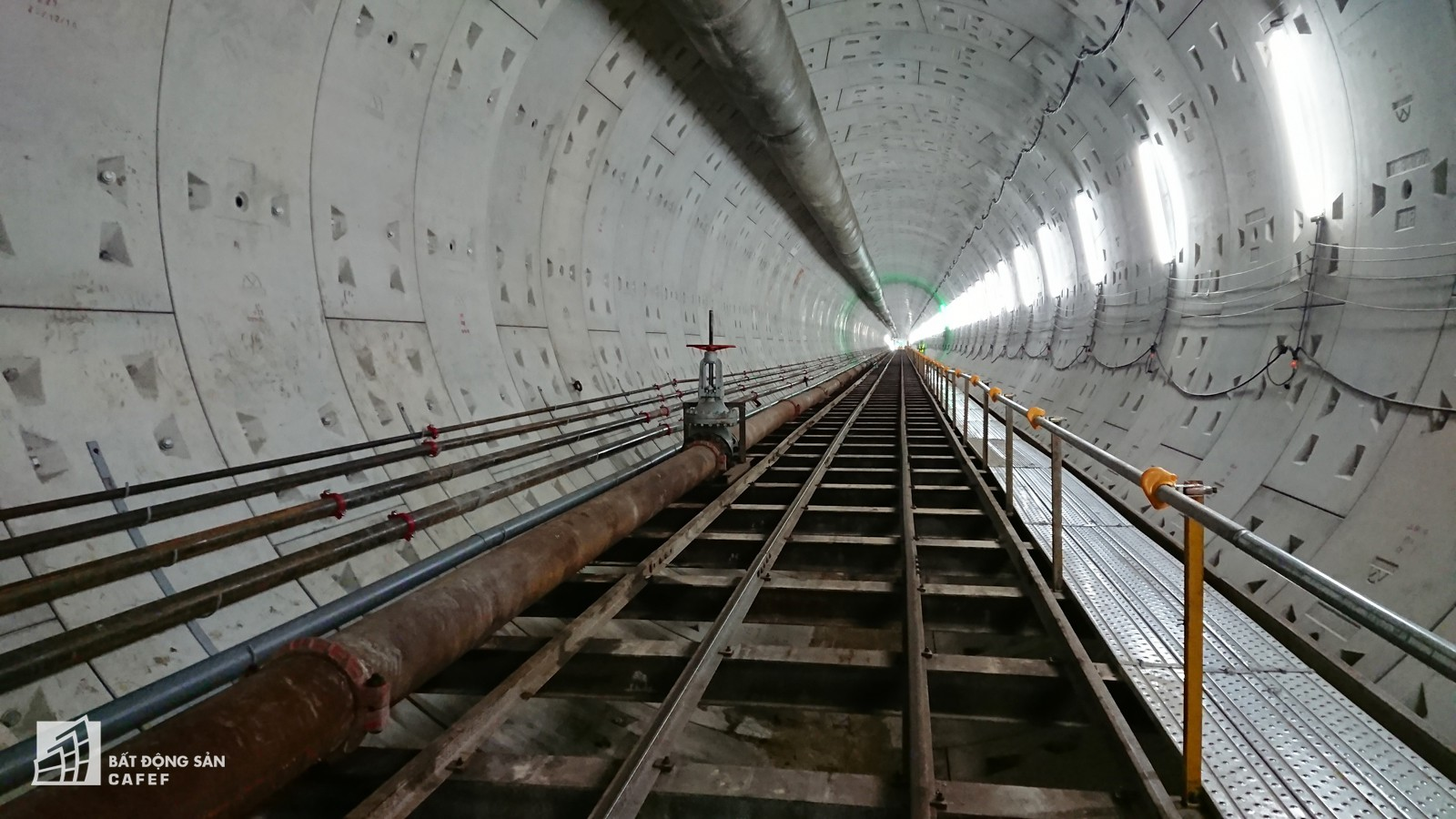 Ngắm đường hầm tàu điện đầu tiên tại Việt Nam sâu 17m dưới lòng đất Sài Gòn - Ảnh 4.