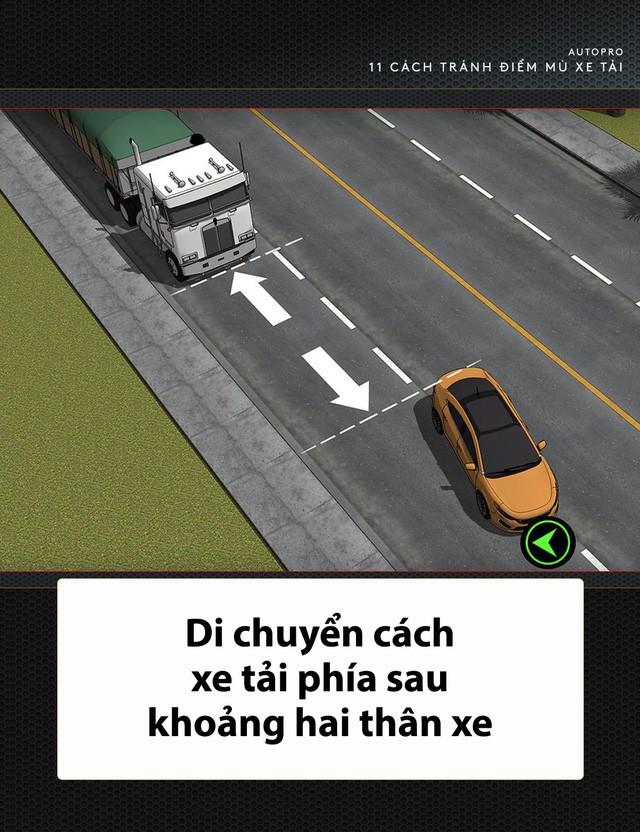 [Photo Story] 11 bí quyết lái xe sống còn bạn phải nhớ khi gặp xe tải - Ảnh 11.