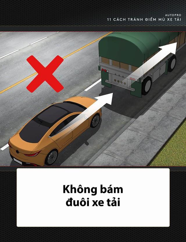 [Photo Story] 11 bí quyết lái xe sống còn bạn phải nhớ khi gặp xe tải - Ảnh 7.