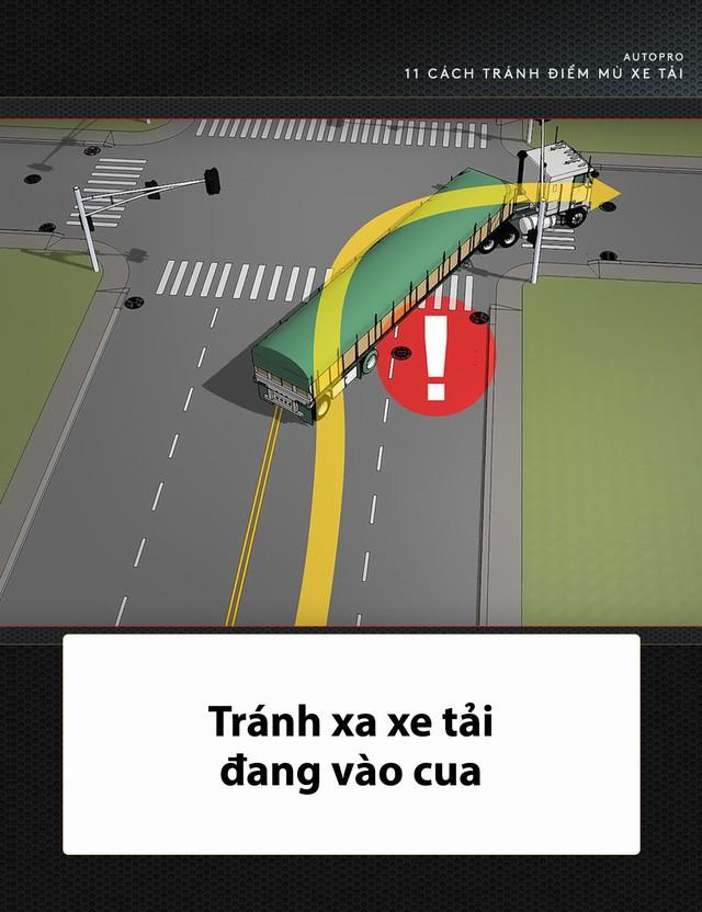 [Photo Story] 11 bí quyết lái xe sống còn bạn phải nhớ khi gặp xe tải - Ảnh 8.