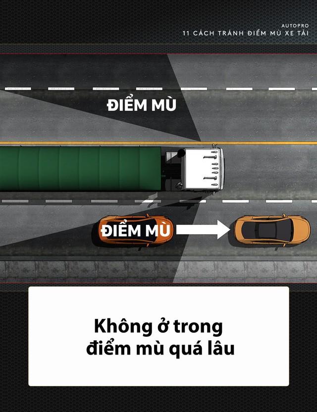 [Photo Story] 11 bí quyết lái xe sống còn bạn phải nhớ khi gặp xe tải - Ảnh 10.