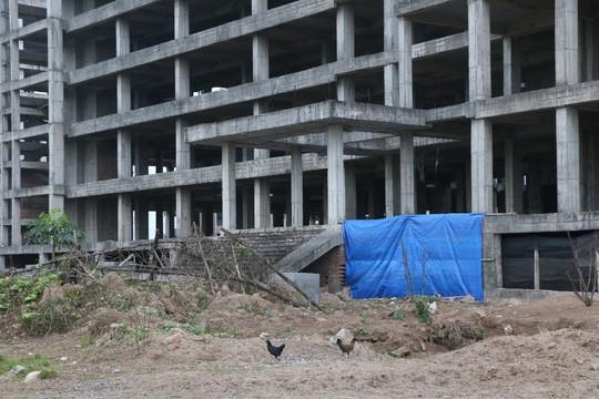 Cận cảnh hoang tàn dự án bệnh viện 700 giường đầu tư 850 tỉ đồng - Ảnh 15.