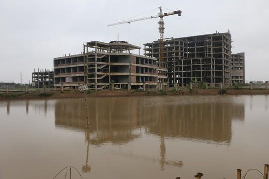 Cận cảnh hoang tàn dự án bệnh viện 700 giường đầu tư 850 tỉ đồng - Ảnh 3.