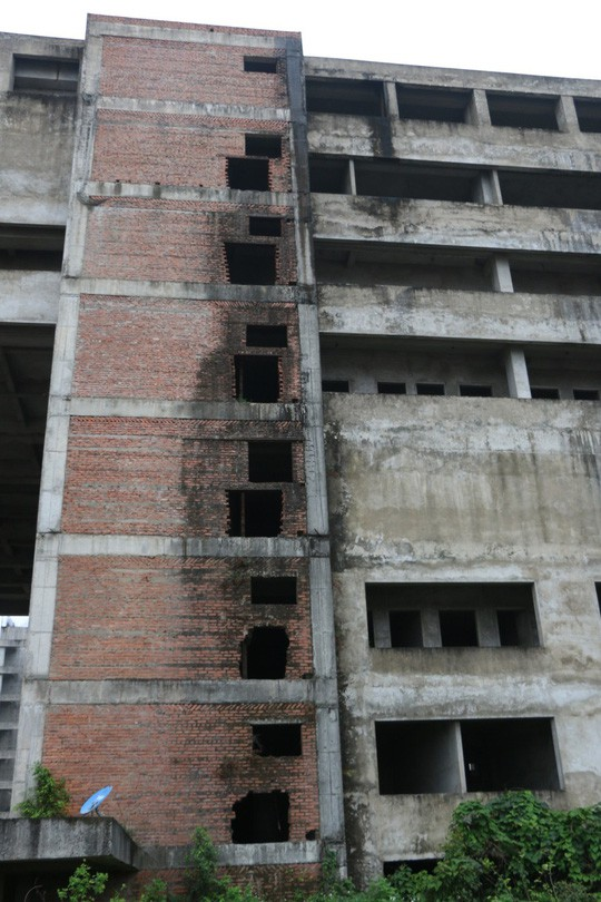 Cận cảnh hoang tàn dự án bệnh viện 700 giường đầu tư 850 tỉ đồng - Ảnh 7.