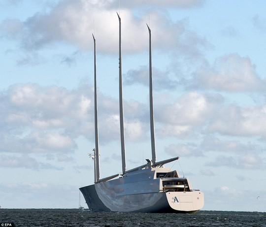 Chiêm ngưỡng siêu du thuyền lớn nhất thế giới của tỷ phú Nga: Công trình vĩ đại nhất khiến bất kỳ ai cũng phải choáng ngợp - Ảnh 4.