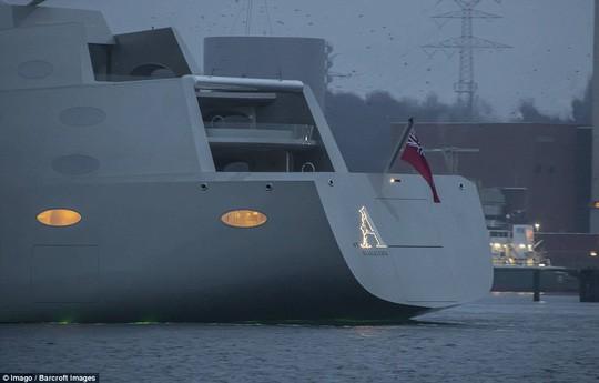 Chiêm ngưỡng siêu du thuyền lớn nhất thế giới của tỷ phú Nga: Công trình vĩ đại nhất khiến bất kỳ ai cũng phải choáng ngợp - Ảnh 2.