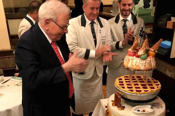 Bữa trưa triệu đô cùng tỷ phú Warren Buffett có gì đặc biệt? - Ảnh 1.